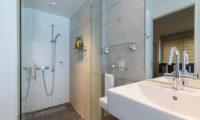 Kitanishi Two Spacious Bathroom with Shower | Middle Hirafu