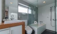 Kitanishi Three Bathroom with Bathtub | Middle Hirafu