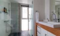 Kitanishi Three Bathroom with Shower | Middle Hirafu