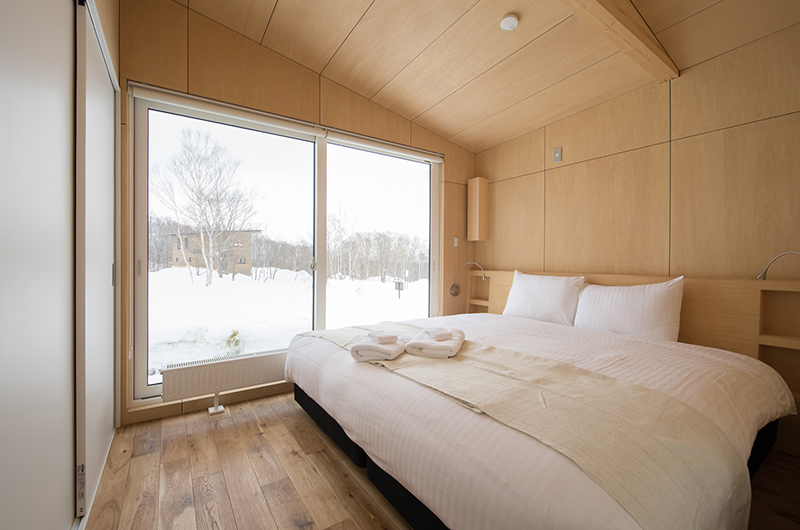 Yorokobi Lodge King Size Bed with Outdoor View | West Hirafu