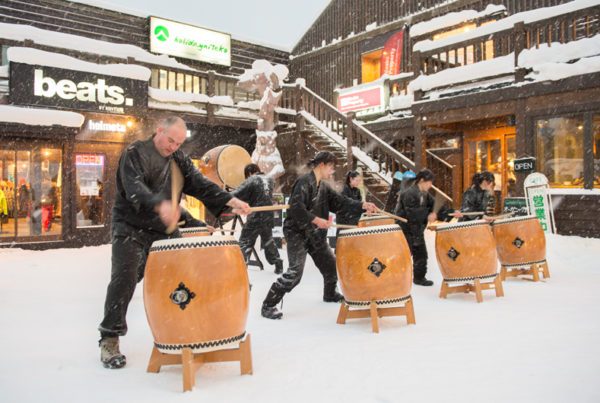 Yotei Daiko performing outside Green Farm Cafe & Rhythm Summit