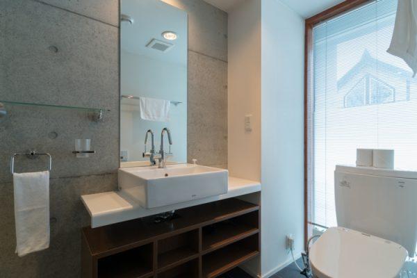 Kitanishi Two Bathroom | Middle Hirafu