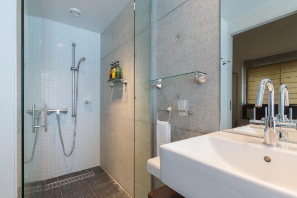 Kitanishi Two Bathroom with Shower | Middle Hirafu