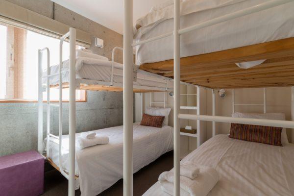 Kitanishi Two Bunk Beds with Window | Middle Hirafu