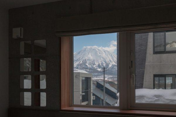 Kitanishi Two View from Window | Middle Hirafu