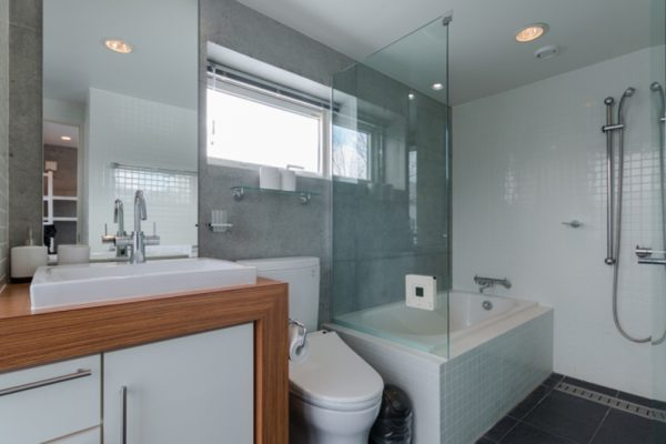 Kitanishi Three En-Suite Bathroom with Bathtub | Middle Hirafu