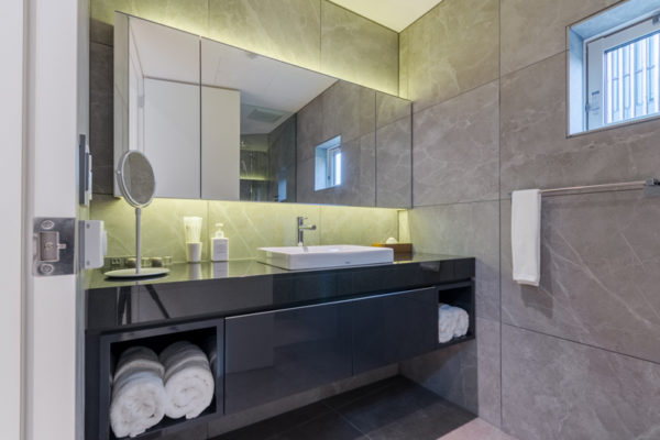 Boheme Bathroom with Mirror | Lower Hirafu Village
