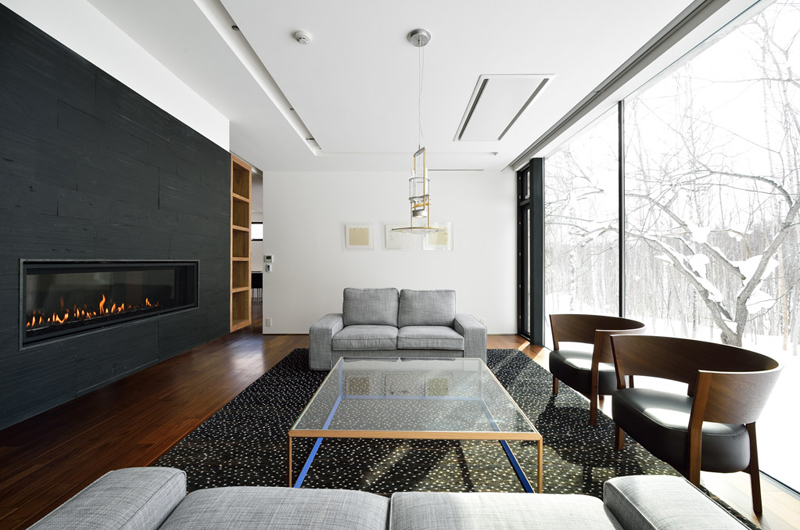 Mukashi Mukashi Lounge Area with Wooden Floor | Middle Hirafu