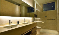 Mukashi Mukashi His and Hers Bathroom | Middle Hirafu