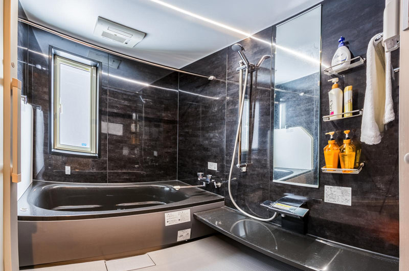 Zangetsu Bathroom with Bathtub | Lower Hirafu