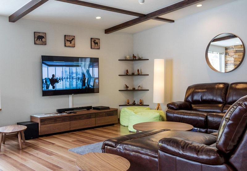 Zangetsu Lounge Area with TV | Lower Hirafu