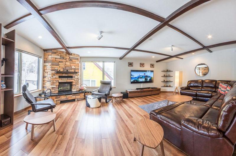 Zangetsu Living Area with TV | Lower Hirafu