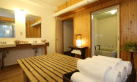 Momiji Hakuba En-Suite His and Hers Bathroom | Hakuba Village