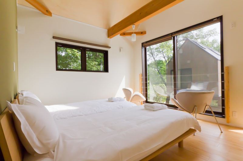 Gakuto Villas Twin Bedroom with Seating Area | Hakuba Valley
