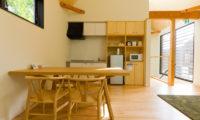Gakuto Villas Kitchen and Dining Area | Hakuba Valley