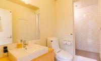 Gakuto Villas Bathroom with Shower | Hakuba Valley