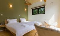 Gakuto Villas Twin Bedroom with Sofa | Hakuba Valley