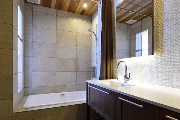 Kokoro Bathroom with Bathtub | East Hirafu