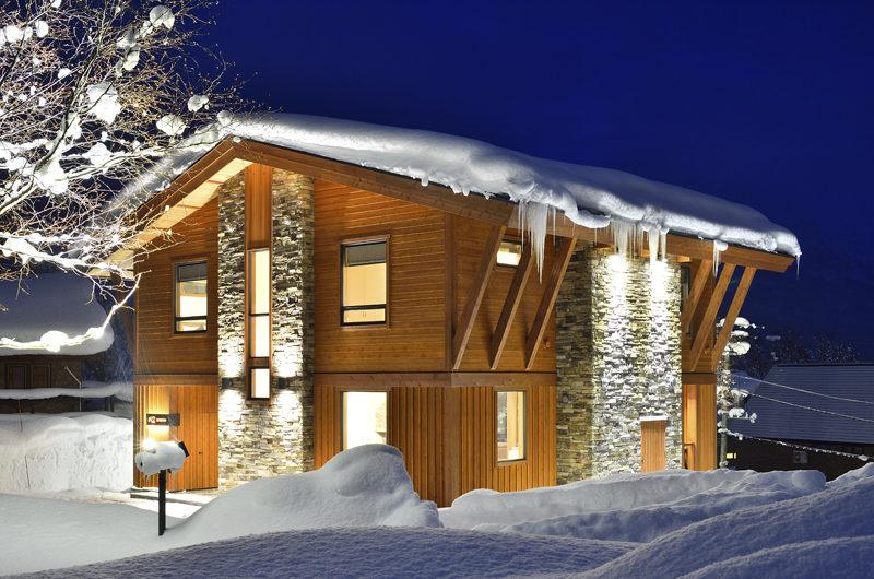 Kokoro Exterior with Snow at Night | East Hirafu
