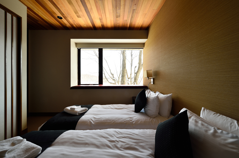 Panorama Twin Bedroom with Outdoor View | Lower Hirafu