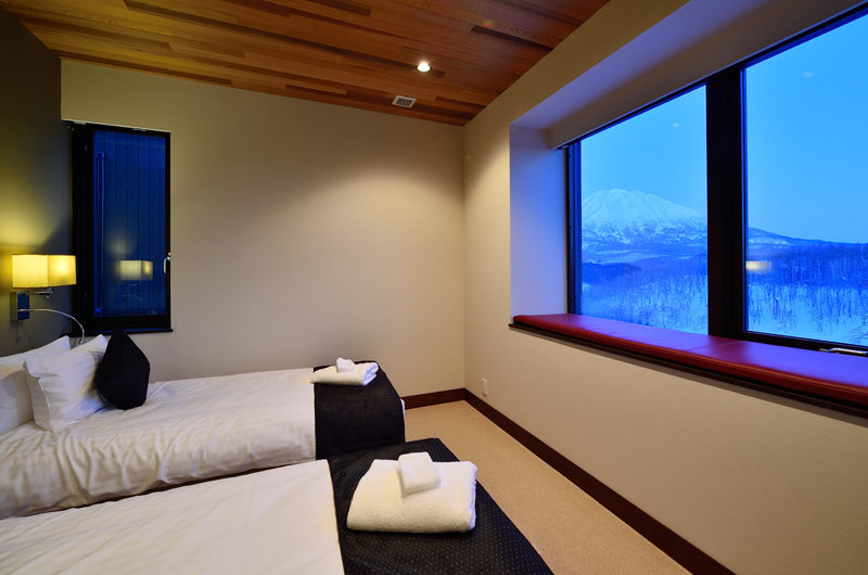 Panorama Bunk Beds Night View | Lower Hirafu