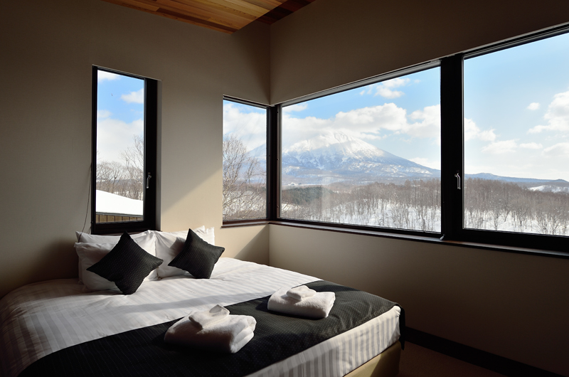 Panorama Bedroom with Mountain View | Lower Hirafu