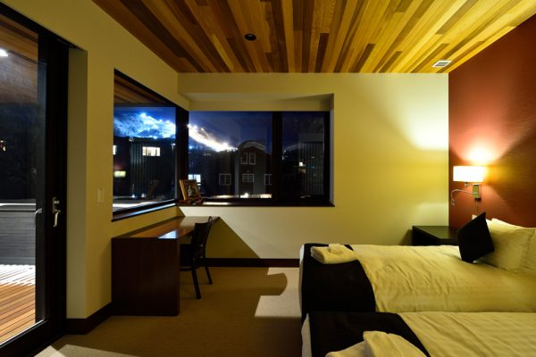 Panorama Twin Bedroom Night View | Lower Hirafu