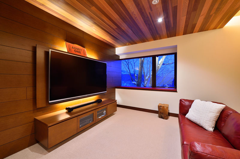 Panorama TV Room | Lower Hirafu