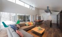 Setsu In Living Area with Wooden Floor | Hanazono