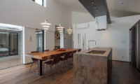 Setsu In Kitchen and Dining Area | Hanazono