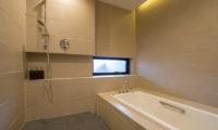 Setsu In Bathroom with Bathtub | Hanazono