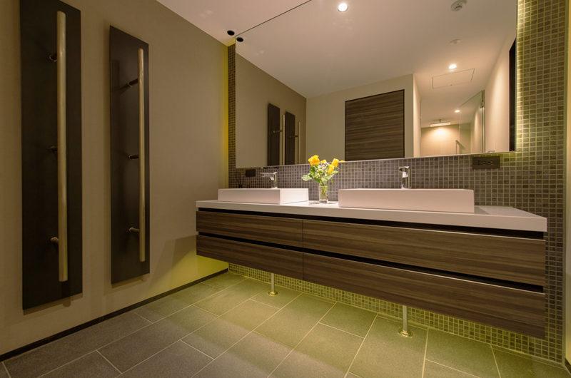 Setsu In His and Hers Bathroom | Hanazono