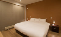 Kazahana Bedroom with Table Lamps   Middle Hirafux