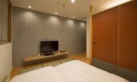 Kazahana King Size Bed with TV | Middle Hirafux