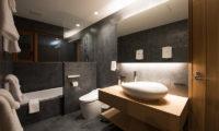 Kazahana Bathroom with Bathtub | Middle Hirafux