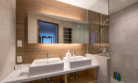 Moiwa Chalet His and Hers Bathroom with Shower | Moiwa