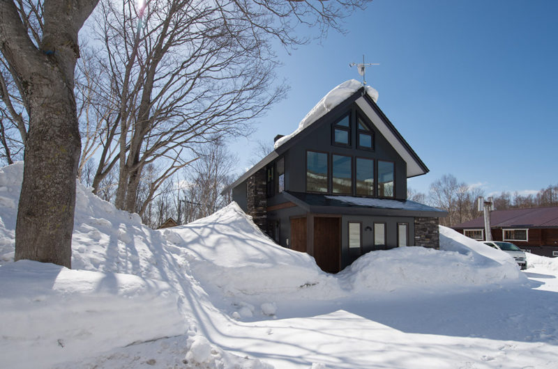 Moiwa Chalet Outdoor Area with Snow | Moiwa
