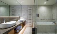 The Maples Niseko 17 Three Bedroom Panorama En-Suite Bathroom | Upper Hirafu