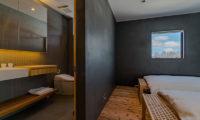 Foxwood Twin Bedroom and Bathroom | Higashiyama
