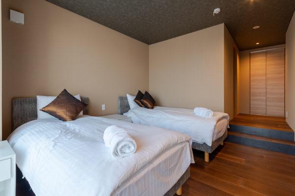 Hideaway on Escarpment Bedroom Two to Ensuite | Lower Hirafu