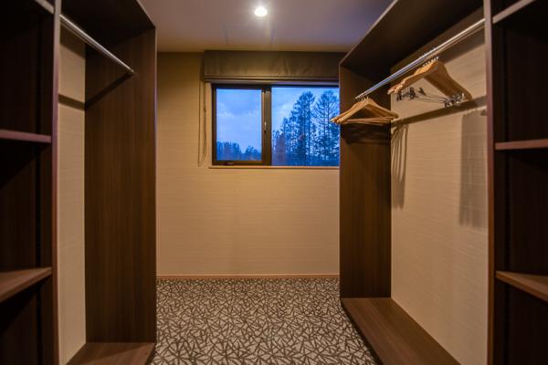 Panorama Niseko Walk-In Wardrobe with Hangers | East Hirafu