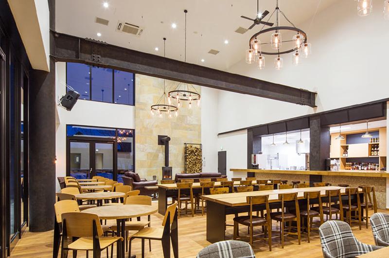 Raphael Cafe & Restaurant Interior | Moiwa