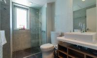 Yuki Ten Shared Bathroom | Lower Hirafu