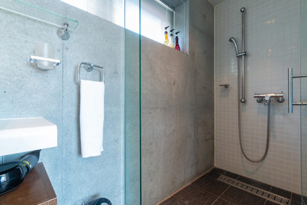 Yuki Ten Master En Suite Shower | Lower Hirafu