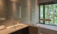 Villa El Cielo Bathroom with Bathtub and View | Upper Wadano