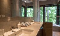 Villa El Cielo His and Hers Bathroom with Bathtub and View | Upper Wadano