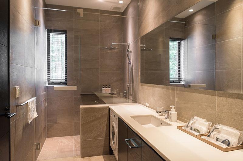 Villa El Cielo Bathroom | Upper Wadano