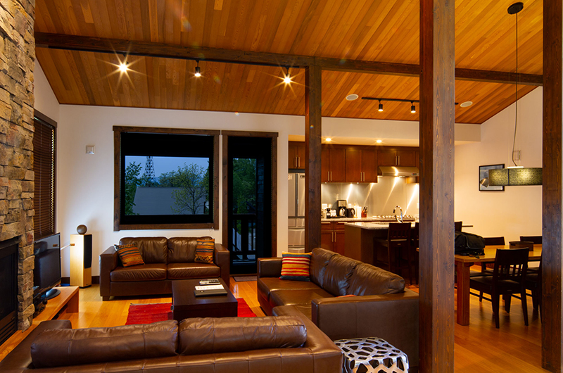 Ezorisu Living Area with Wooden Floor | East Hirafu