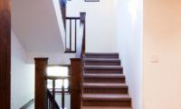 Ezorisu Up Stairs | East Hirafu