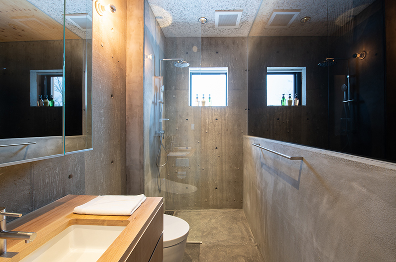 Puffin Bathroom with Shower | Lower Hirafu
